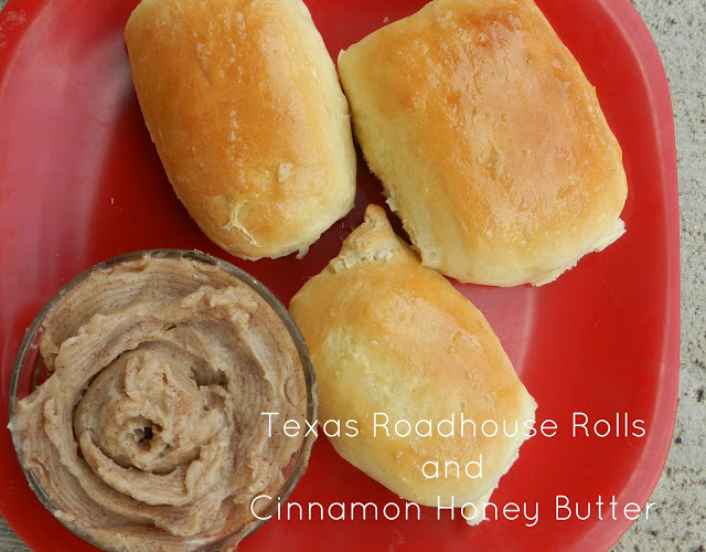Texas Roadhouse Copy Cat Rolls and CINNAMON HONEY BUTTER!
