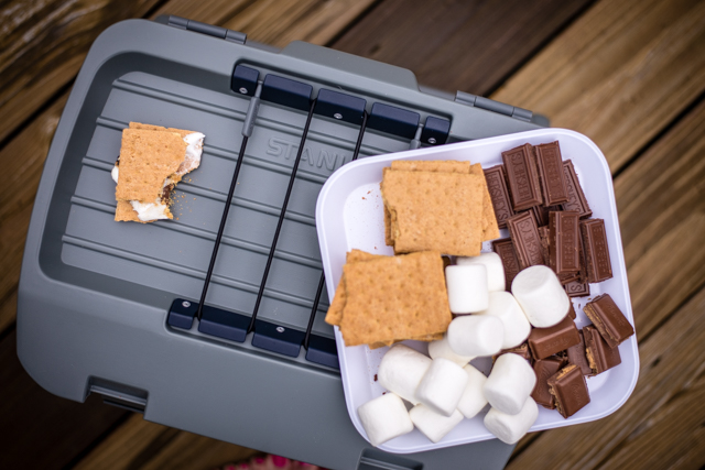 DIY personal smores pots are perfect for backyard entertaining or summer smore parties when you don't have a fire pit - DIY Smores Pot by Boston blogger Elisabeth McKnight