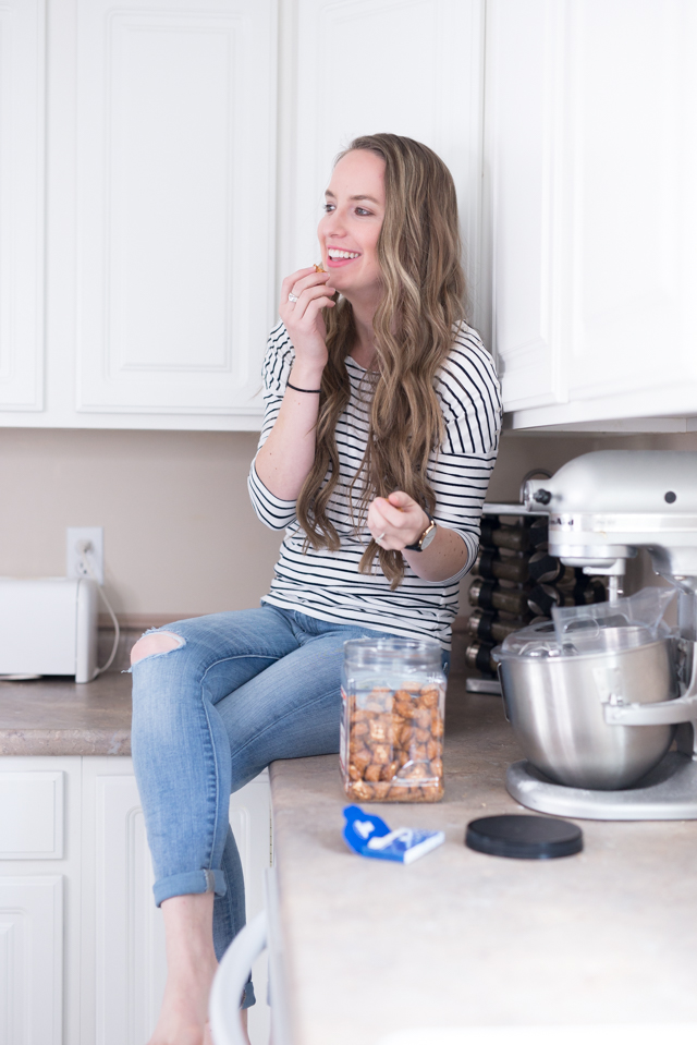 love these simple ideas and tips for moms to not snack at home all day long