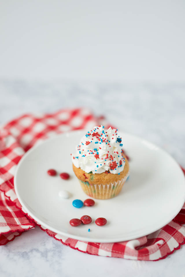 Red White & Blue 4th of July Cupcakes by Boston lifestyle blogger Elisabeth McKnight